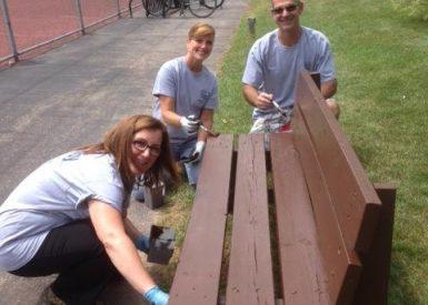 Amway-volunteers-2015-painting